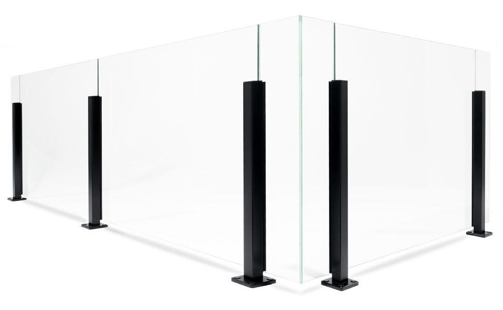 Glasgelænder med aluminiumsstolper i stilrent design