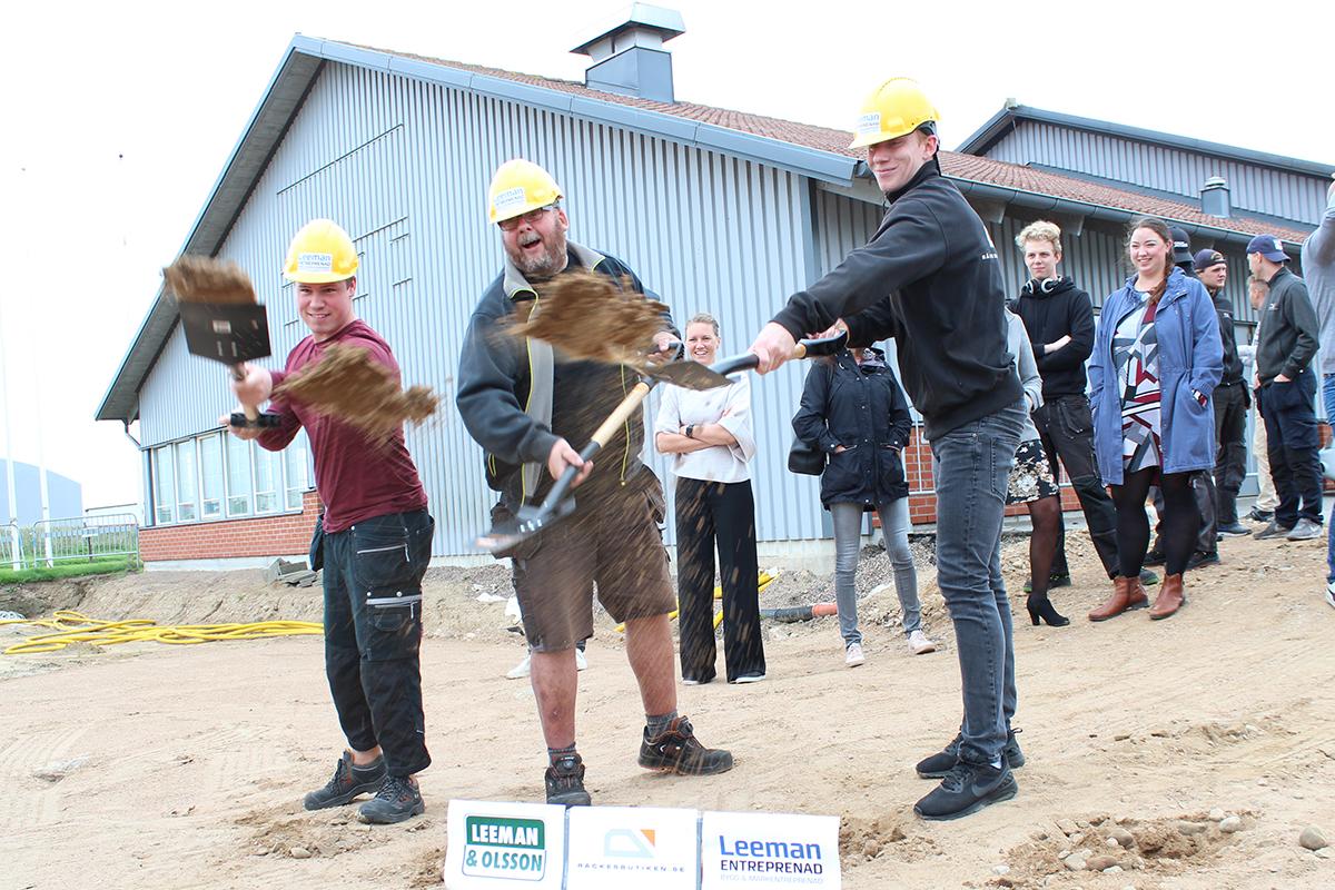 Många spadtag togs idag när Räckesbutiken firade byggstart för nya lokalerna!