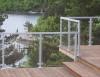 Räcke på altan med aluminiumstolpar. Klart glas.