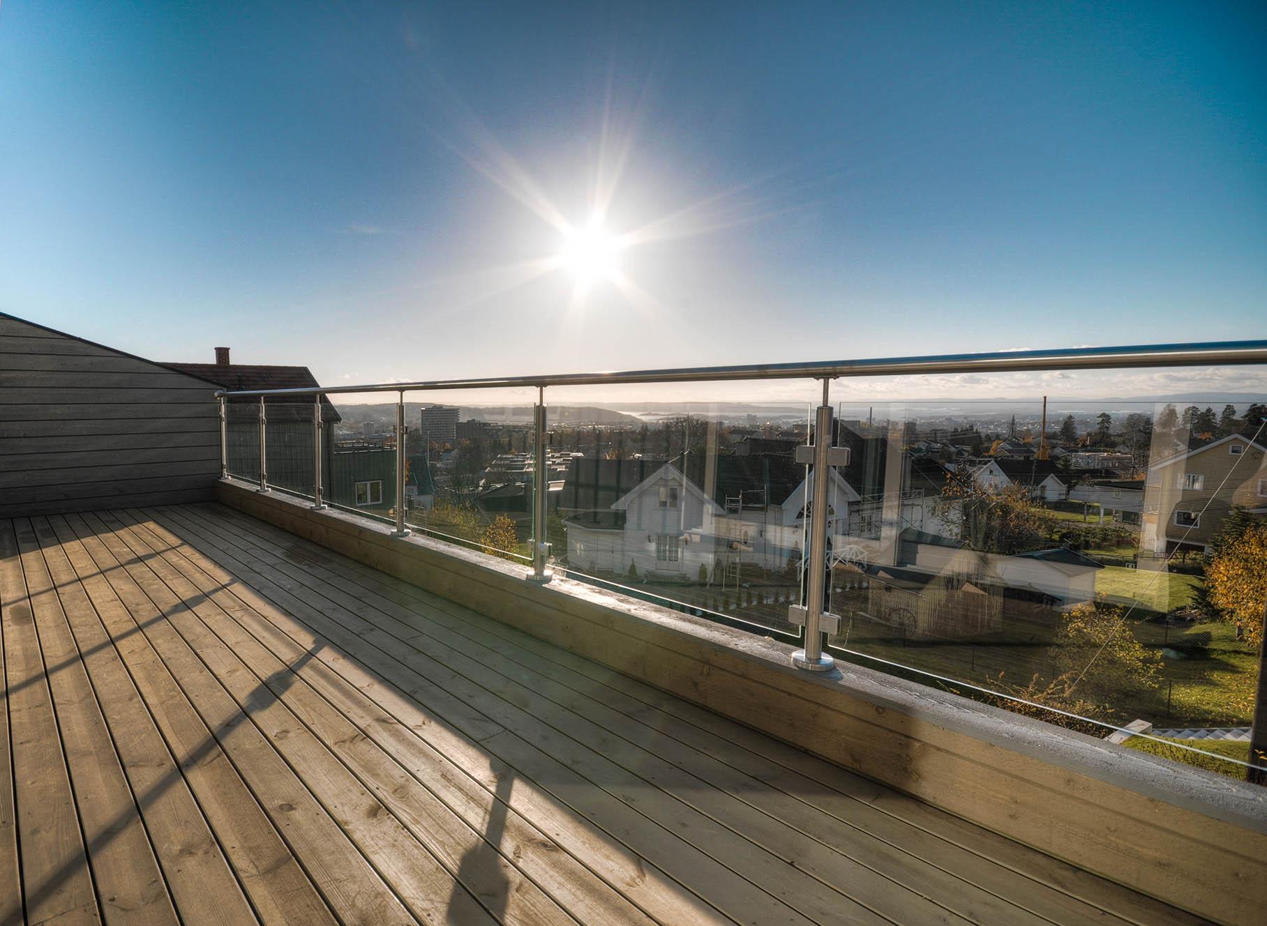 Balkongräcke i glas för maximal utsikt