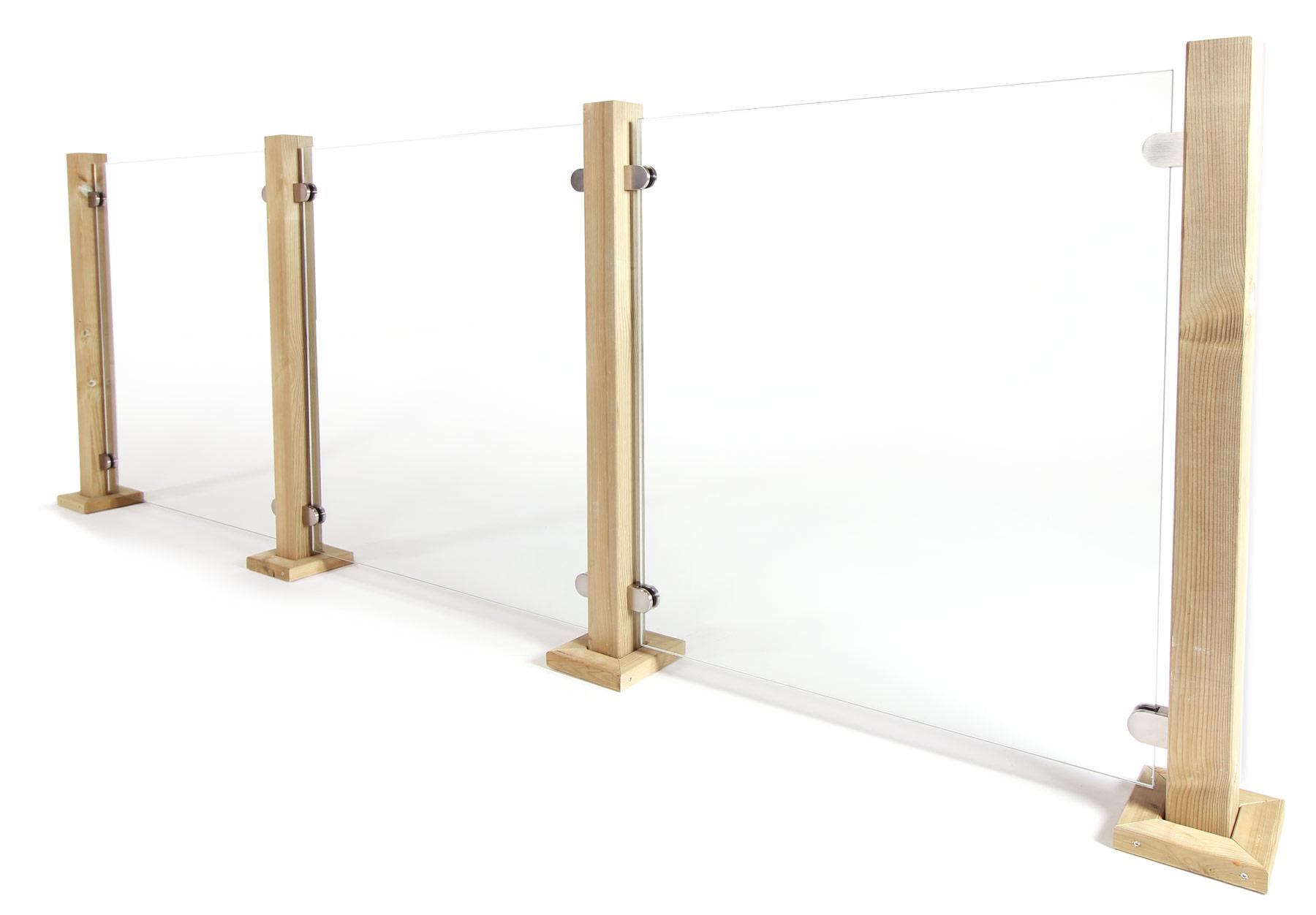 Glasskivor till befintliga stolpar. Fästs med glasklämmor.