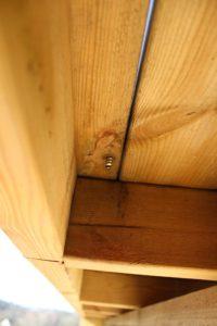 Regla altan, kottla eller kortla för infästning av glasräcke